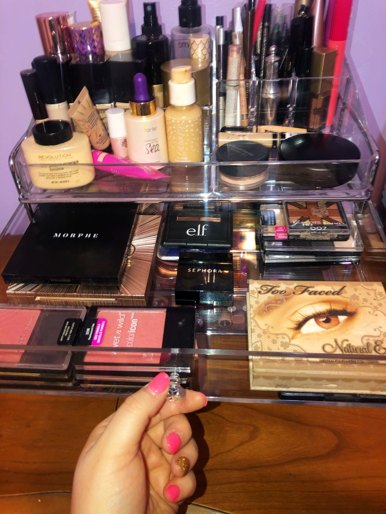 eye shadow drawer